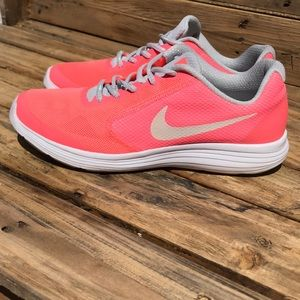 Nike Revolution 3 Size 8 in women and 7Y
